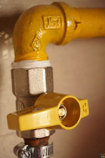 Picture of a yellow plumbing pipe with a yellow on/off valve.